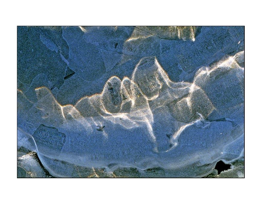 http://cdn.darth.ch/wp-content/uploads/2009/05/04366-06-photo-didier-vereeck-art-abstrait-naturel-glace-vosges.jpg