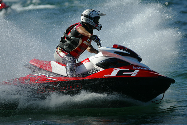 https://blog.darth.ch/wp-content/uploads/2009/08/geneve-jet-ski.jpg
